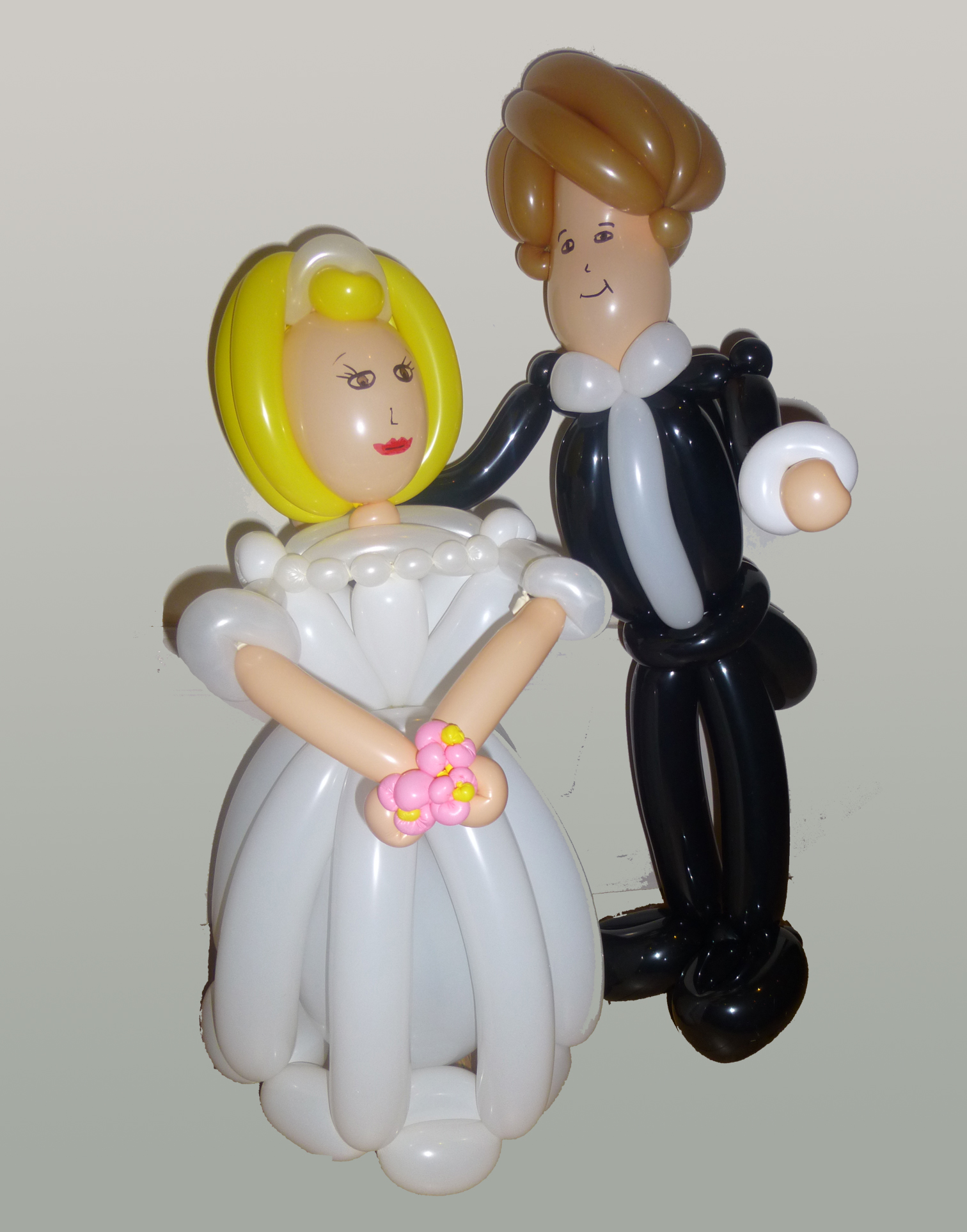 bride and groom balloon twist